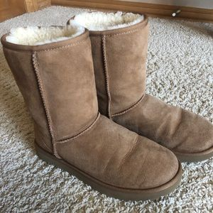 Uggs short chestnut boots size 9